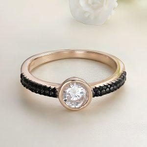 Inel logodna argint roz cu pietre Solitar cu pietre laterale negre - ICR0120