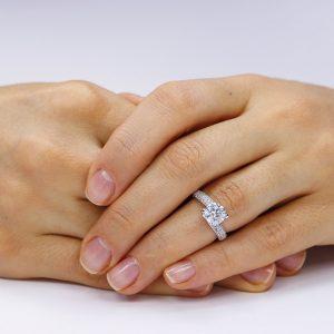 Inel de logodna argint Solitar cu cristale laterale mici TRSR024, Corelle