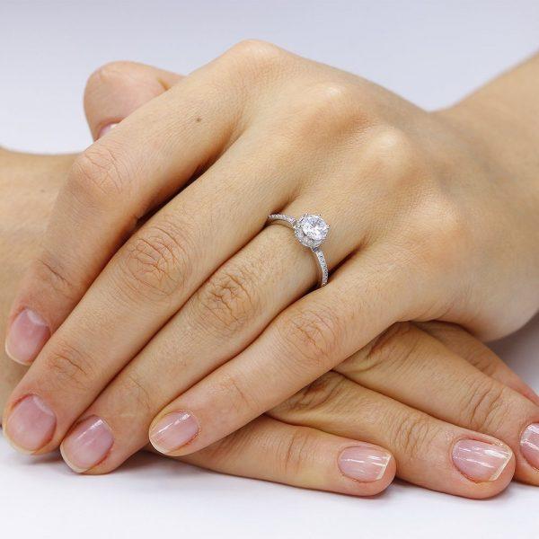 Inel de logodna argint Solitar cu cristale model anturaj TRSR063, Corelle
