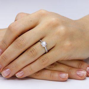 Inel de logodna argint Solitar cu cristale laterale mici TRSR102, Corelle