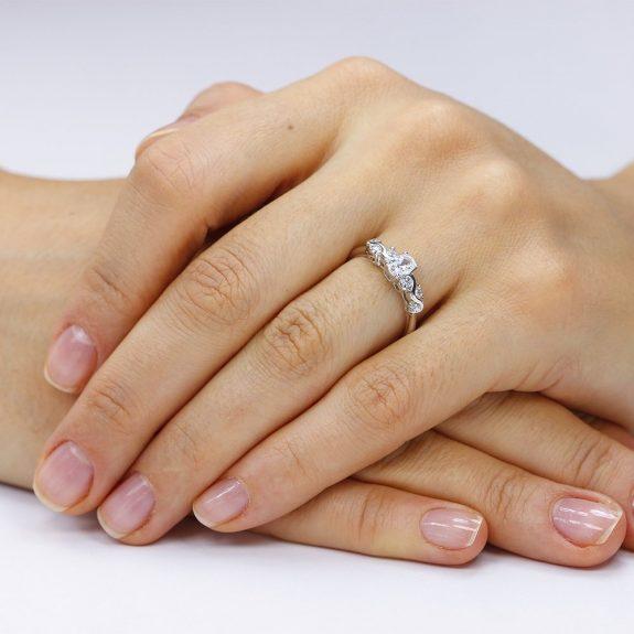 Inel de logodna argint Solitar cu cristale laterale Oval TRSR264, Corelle